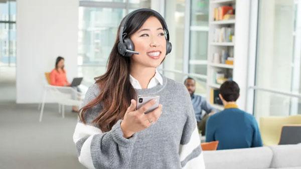 Logitech Zone Wireless Headset In Office